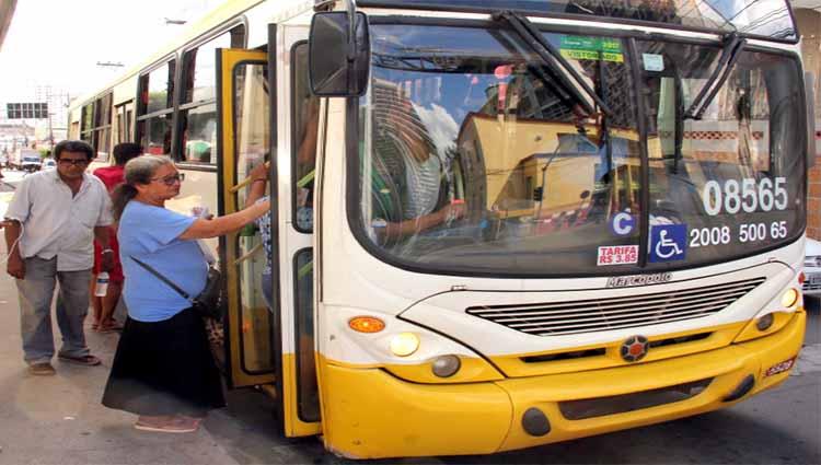 Emanuel sanciona lei e assegura gratuidade no transporte coletivo para idosos